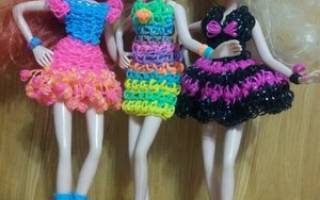 Плетение из резинок на рогатке для начинающих: одежда для кукол, овощи и игрушки с фото