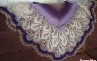 Ажурная шаль спицами: цветы паслена и клематис