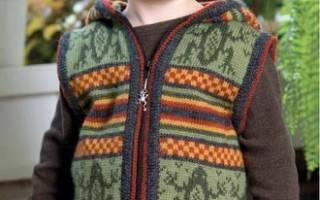 Жилет для мальчика: варианты спицами и крючком