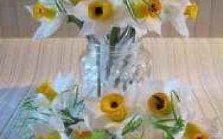 Нарцисс из гофрированной бумаги своими руками: мастер класс как делать с конфетами