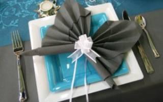 Как красиво сложить бумажные салфетки: варианты сервировки в салфетницу и в стакан