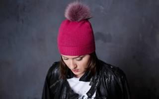 Женская шапка с помпоном: варианты с описанием