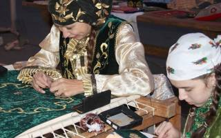 Вышивка золотом золотыми нитями: делаем растительные орнаменты на одежде